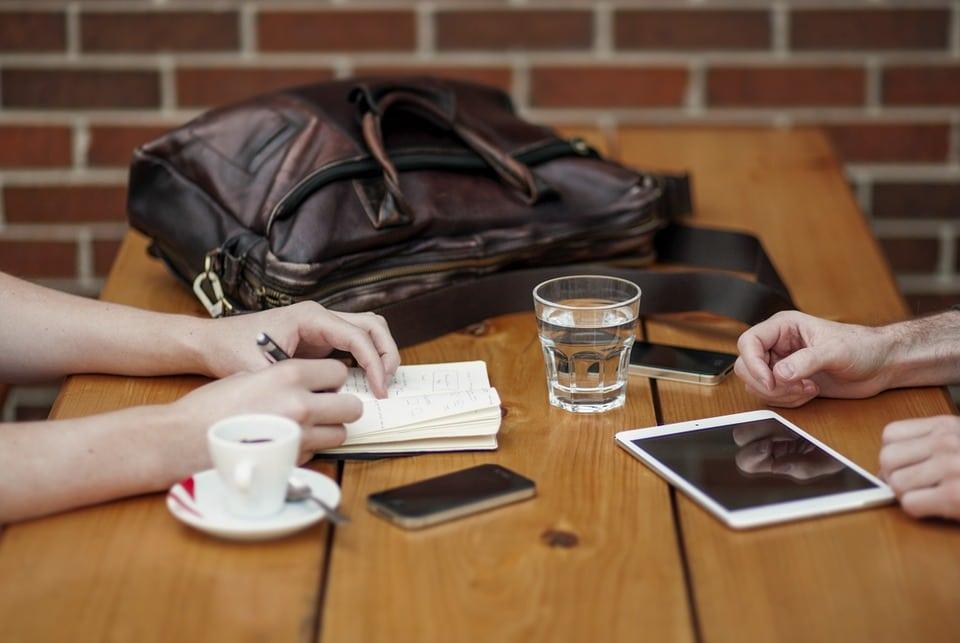 [REVUE-ESPACES] Coworkation du plaisir de voyager en travaillant…, et inversement
